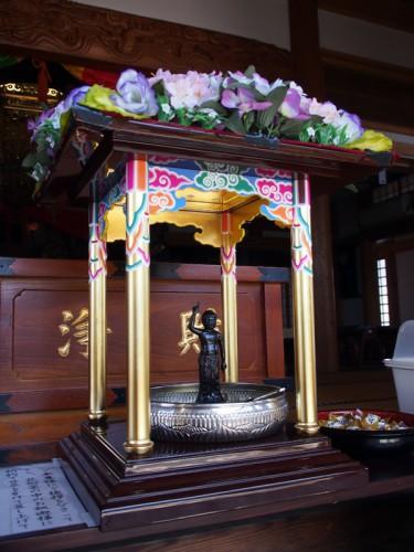 普濟寺の花御堂
